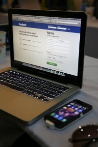 facebook na laptopie