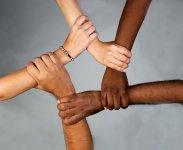 trzymające się ręce